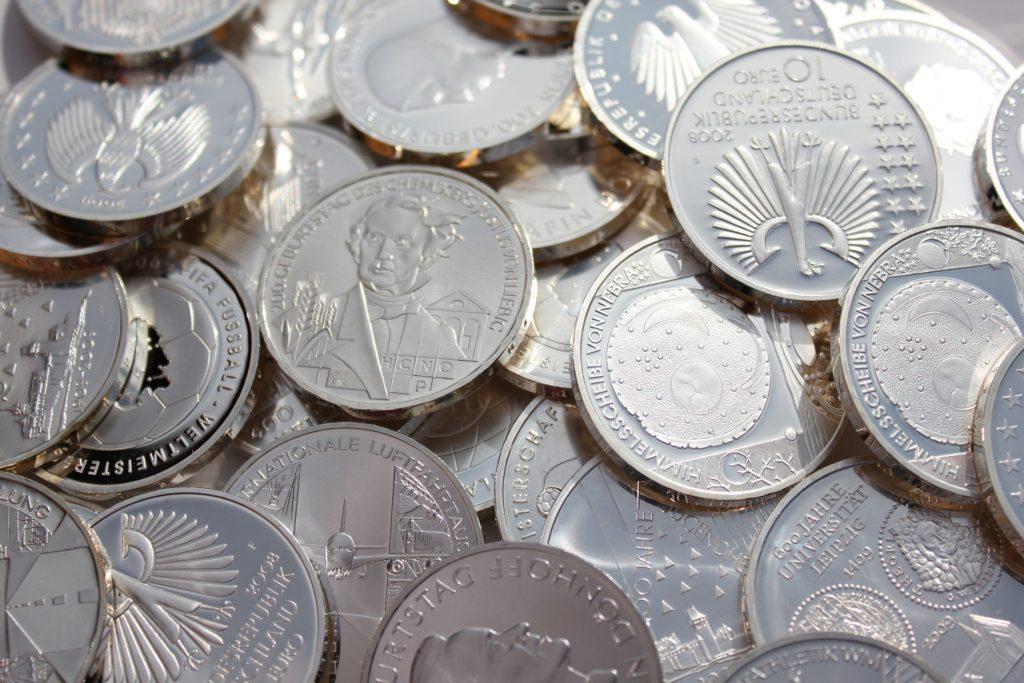 Silbermünzen in der Krise, Tauschhandel in der Krise, Biete HAARSCHNITT gegen BROT: